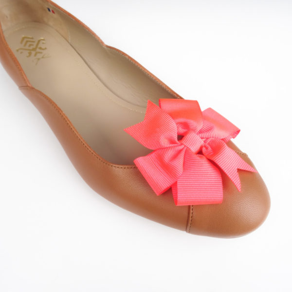 Decorations for women's shoes in the shape of fluorescent pink burst knots