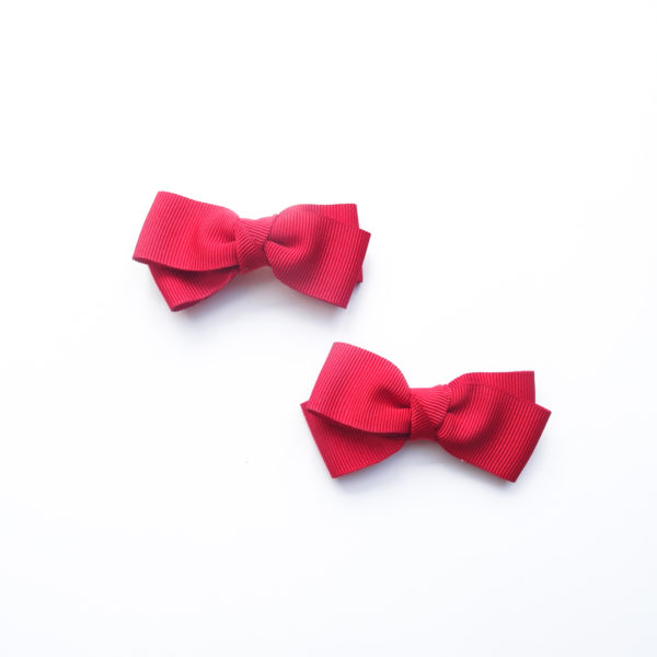 Pair of clips shoes bows with red pleats